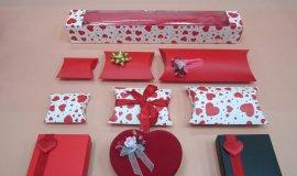 16) Kalp Figürlü Hediye Kutuları
